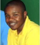 """Steven Hangula war der erste Schüler der «Ella du Plessis HS», der ein Stipendium vom Verein SchulPartnerschaften erhielt. Er war zuvor als der beste Schüler des Wahlfaches """"Deutsch als Fremdsprache"""" am Ende der 10. Klasse ausgezeichnet worden. Steven kam 2005 für zwei Monate an die Gesamtschule Brackwede und besuchte hier den Unterricht. Er lebte während seines Aufenthalts in einer Gastfamilie und hat zusammen mit ihnen viel erlebt und viel von Deutschland gesehen."""